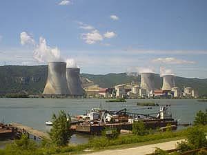 里昂南下亞維儂途中,發現位於隆河旁的法國核能發電場