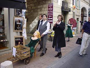 亞維儂Avignon藝術祭期間,路上隨處可見即性的藝術表演