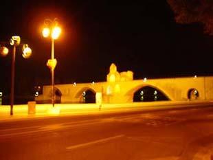 夜晚的亞維儂斷橋le Pont D\'Avignon