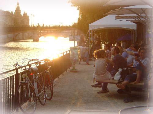 塞納河的夕陽海灘...