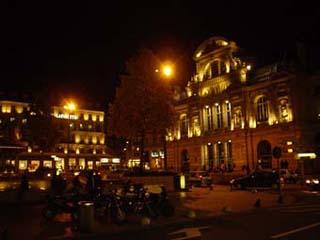 夜裡的市中心Ralliement廣場與昂熱劇院