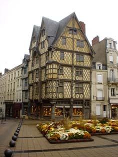 大教堂後的十六世紀建築La Maison d'Adam亞當之屋