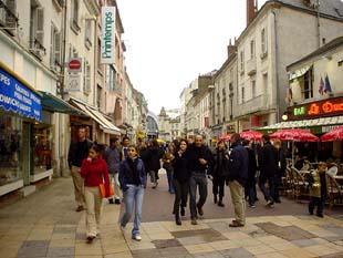 到處是學生, 法語講的最標準的城市