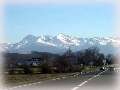 庇里牛斯山旁的聖地~Lourdes露德