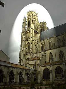 全城被轟炸個體無完膚的Toul市裡整修了60多年的大教堂