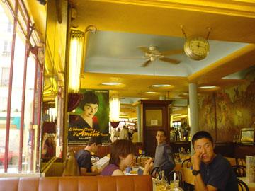 咖啡廳裡,記憶中電影的場景