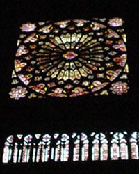 克雷蒙大教堂南側的彩繪玫瑰窗