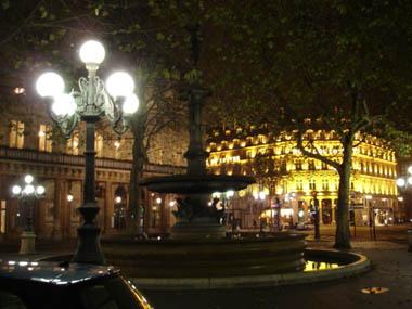 夜裡,羅浮宮旁的Palais Royal