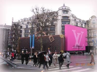 Louis Vuitton在香榭的旗艦店