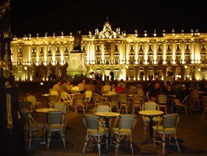 夏夜裡,金碧輝煌的Stanislas廣場