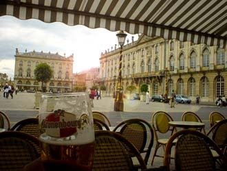 我們午後在Stanislas廣場一旁的咖啡廳喝啤酒