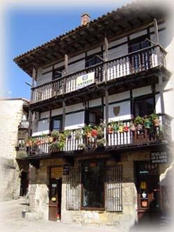 旅途中經過的北海濱小鎮~聖堤拉娜Santillana del Mar傳統木屋