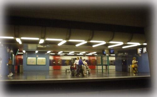 一樣向左走, 一樣向右走.......巴黎地鐵