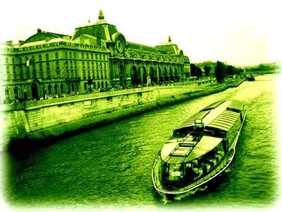 塞納河上,慢慢駛過奧塞美術館前的遊艇......