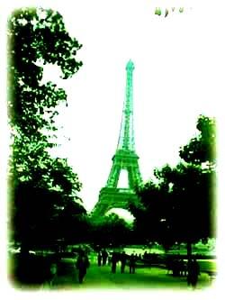 城市裡,有點疲憊的人與微恙的巴黎鐵塔.....