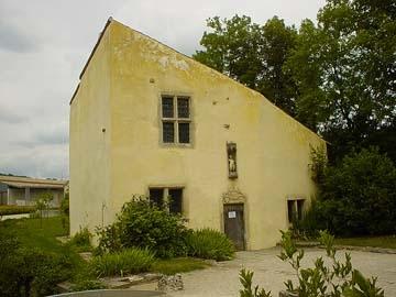 這兩層樓的農家建築,就是聖女貞德在西元1412年出生的家