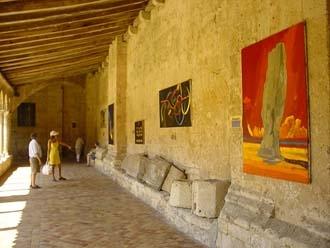 修道院改建的旅遊資訊中心後院另有一番天地