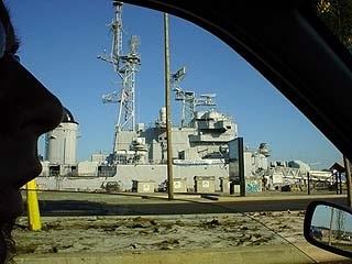 波爾多市中,寬廣的加倫Gironde河面上的軍艦