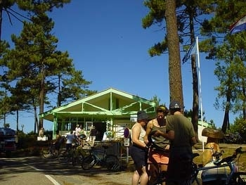 Le Porge露營地的Reception木頭小屋