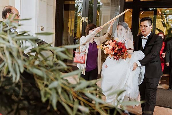 35_米篩遮於新娘頭上,新娘要出嫁了