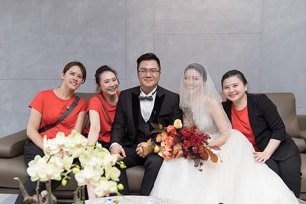 44_新郎與新娘與婚禮顧問團隊合影