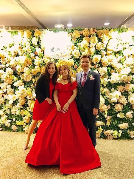 台北遠東香格里拉,婚禮後,主持人與新人合照