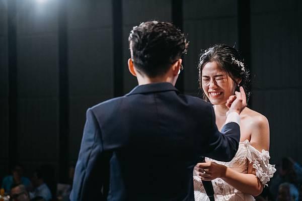 10_新郎新娘交換結婚誓言時俏皮的模樣