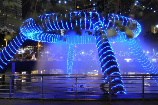 新加坡市中心彩色噴泉