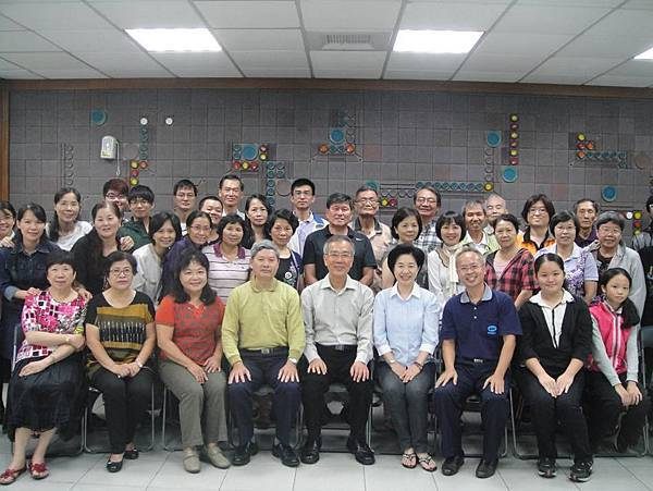 3-2013.10.30~練唱與劉主委合照