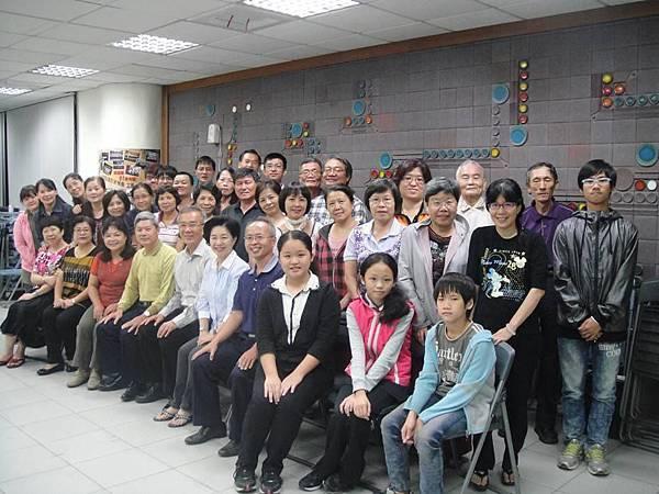 5-2013.10.30~練唱與劉主委合照