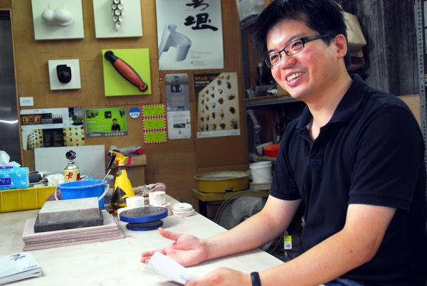 放在文中適合的地方就好_說明文字_在工作室裡,朱芳毅老師不僅細心解說「瓷」的知識,也大方與我們分享他的創作經驗.jpg