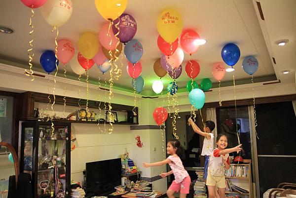 world gym 氣球