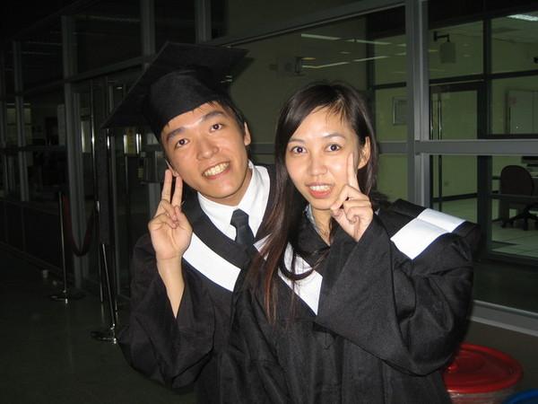 美麗又可愛的姿蓉姐姐今年也畢業囉^Q^