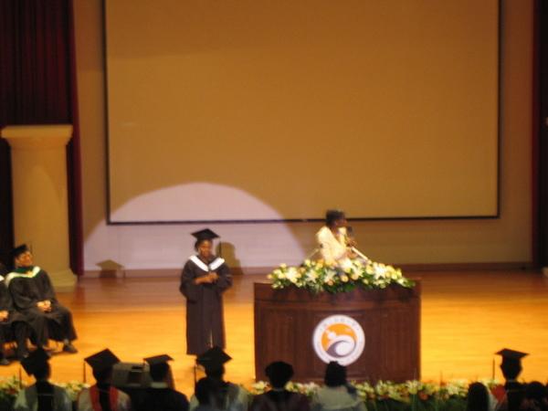 駐台大使也來了…因為她女兒也是今年畢業生^^