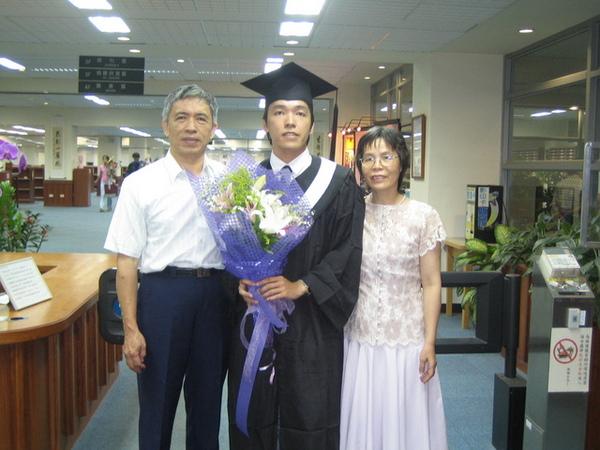 終於畢業啦!