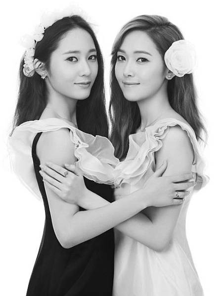 Jessica-and-Krystal-for-Stonehenge.jpg