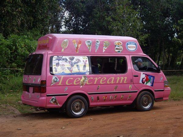 049路邊的冰淇淋車.JPG