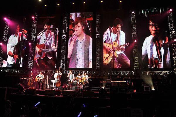 MAY-2011-009-4.jpg