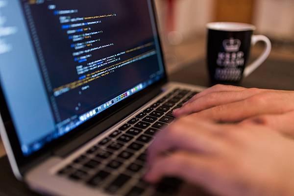 除了Java還有哪些程式語言也能寫出Hello World?