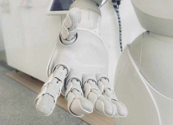 robot-hand-583x420-4.jpg