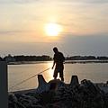 夕陽與釣客(上濾光鏡)