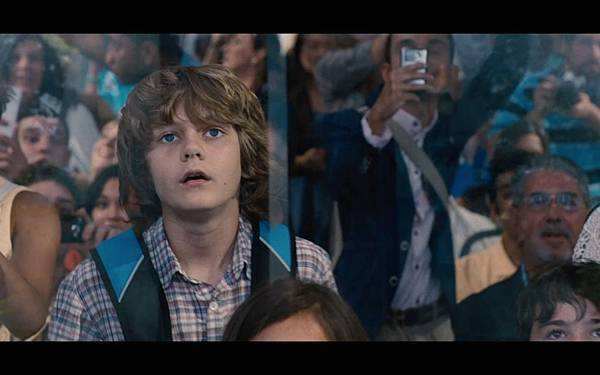 jurassic-world-screenshot-ty-simpkins-gary-3.jpg