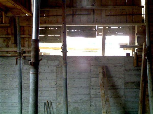 地下室的窗戶