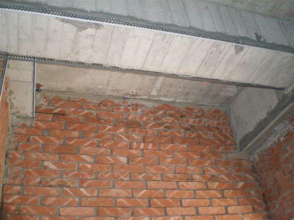 廚房跟餐廳上面的樑,到時候要做天花板蓋起來