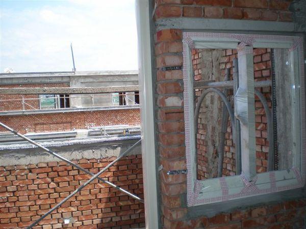 四樓的門窗