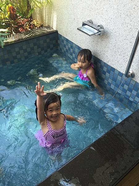 游泳池照片