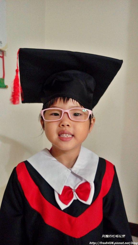 2018.5.24保母特別屆畢業服給樂樂穿,要從保母家畢業了05