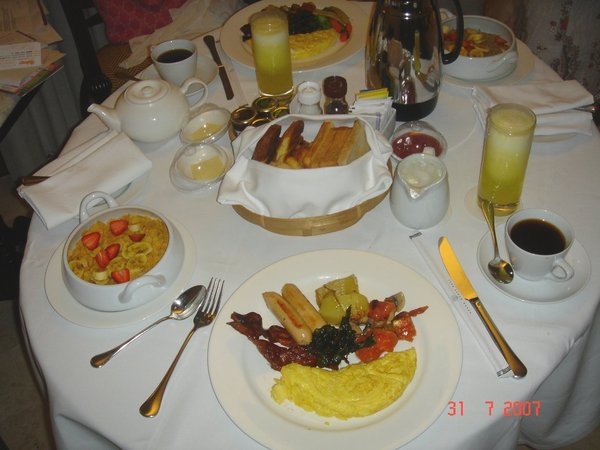 隔天的ROOM SERVICE 早餐