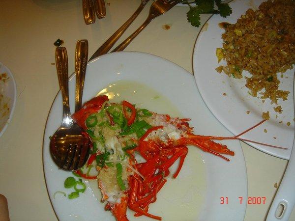 客人清一色是台灣人、味甚佳、價廉