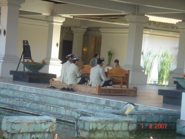 grant hyatt的lobby,每天都有傳統音樂的live演奏哦